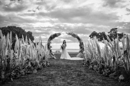Ceremonie-laique-mariage-bouquet-table-domaine-moures-31